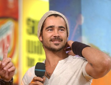 ... Colin Farrell wearing a beanie with aplomb. (We won t mention the  sweatband or the necklace). Notice that we can see his ears and hair  sticking out 98fb11d4769