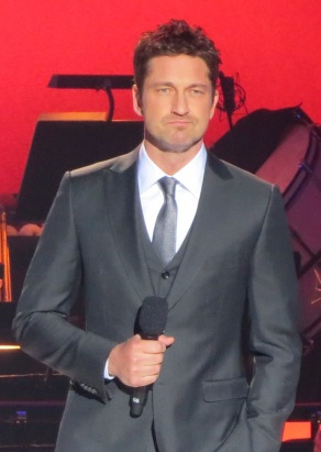 gerard-butler-holding-a-mic